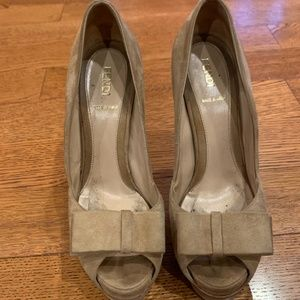 Fendi Tan Suede Bow Peep Toe Pumps with Bow 37.5